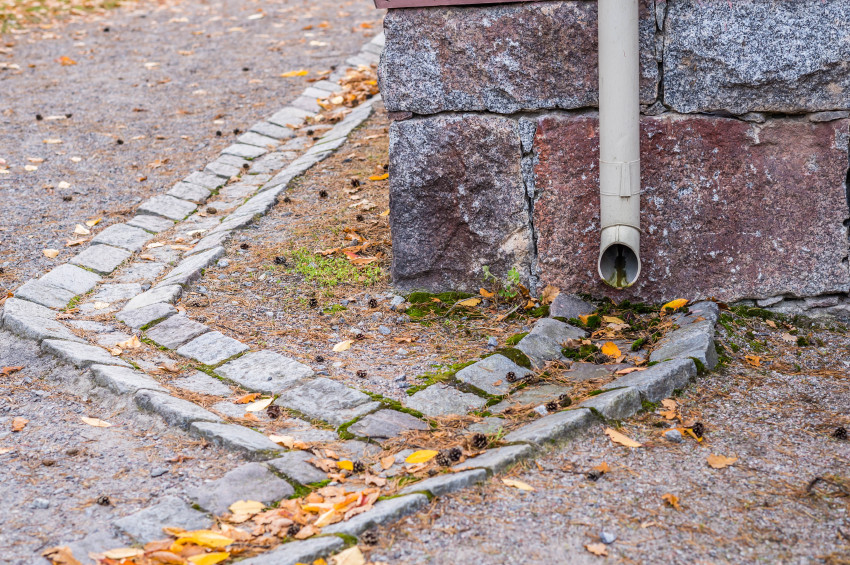How Downspout and Splashblock Can Prevent Water Damage To Your House?